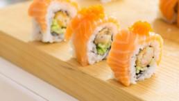 3 salmon sushi rolls